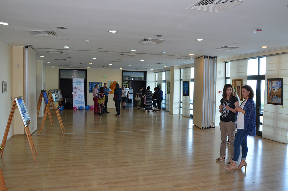 Изложба на художника д-р Ангел Милев в подкрепа на раждането на живота бе открита в Бургас